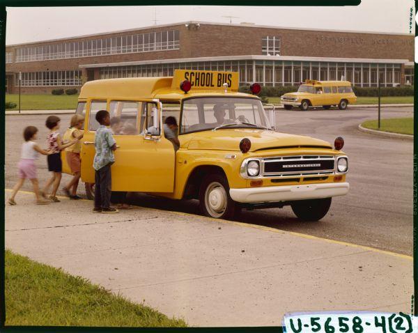 1968 International C-1100 school