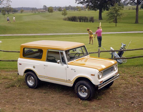 1972 IHC Scout Comanche at Golf Course