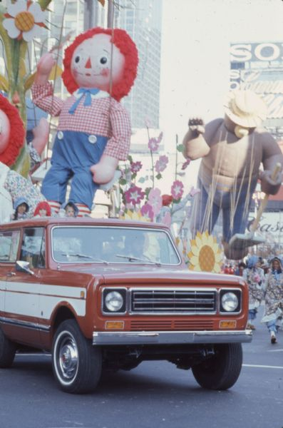 1976 IHC Scout Parade with Raggedy Andy and Smokey the Bear Floats