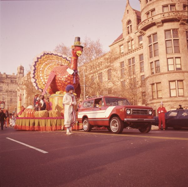 1976 IHC Scout Truck Pulling Float with Giant Turkey