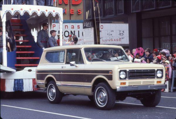 1976 Truck Pulling Thanksgiving Parade Float
