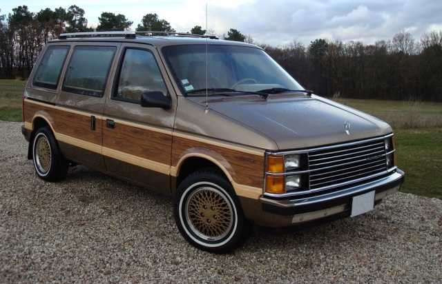 1985 Plymouth Voyager LE. The alloy wheels are from a 1989 Voyager LX