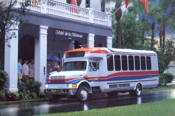 1995 IH 3400 Commercial Bus at Hotel de la Monnaie