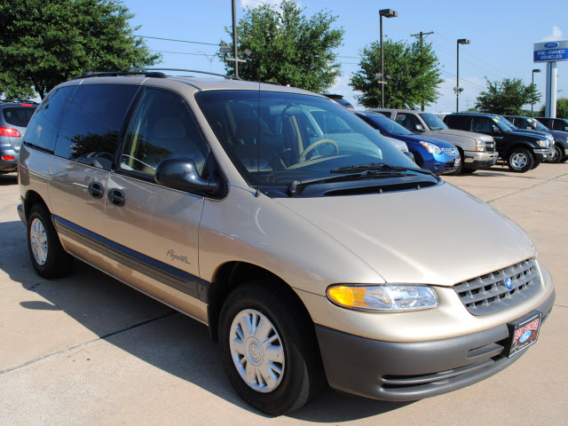 1998 Plymouth Voyager (short wheelbase) SE