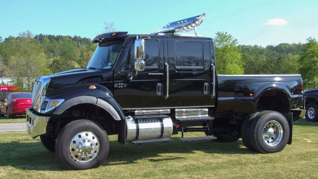 2004-08 International CXT Commercial Extreme Truck 1