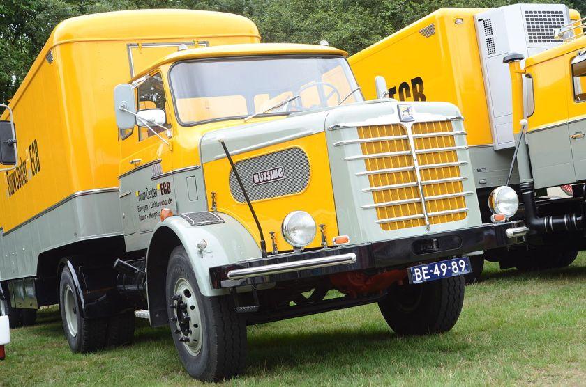 Büssing Geel-Grijs Classic_car_show_Waalwijk_2013_(unedited)_(9497633374)