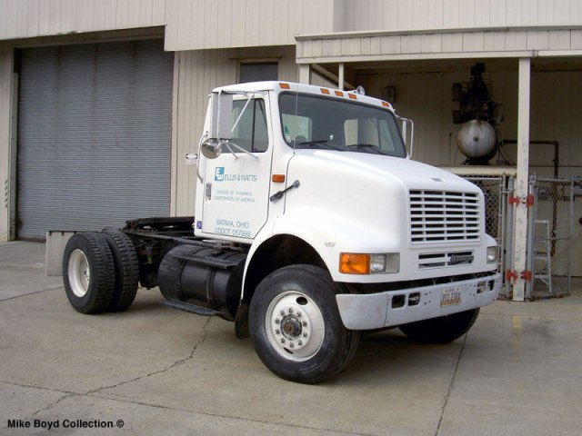 International 8100 yard tractor in Batavia