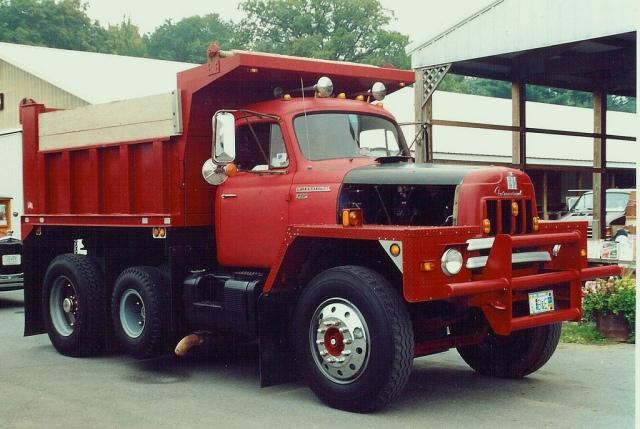 International Harvester R-210 dump