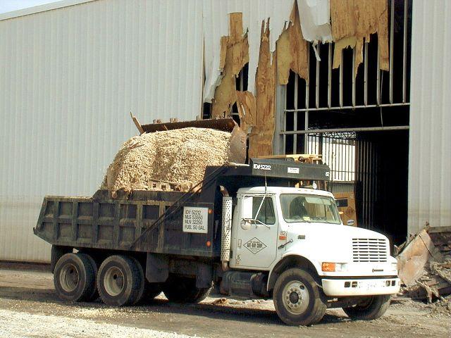 Navistar International 4900 dump truck
