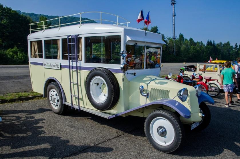 Tatra 43 bus