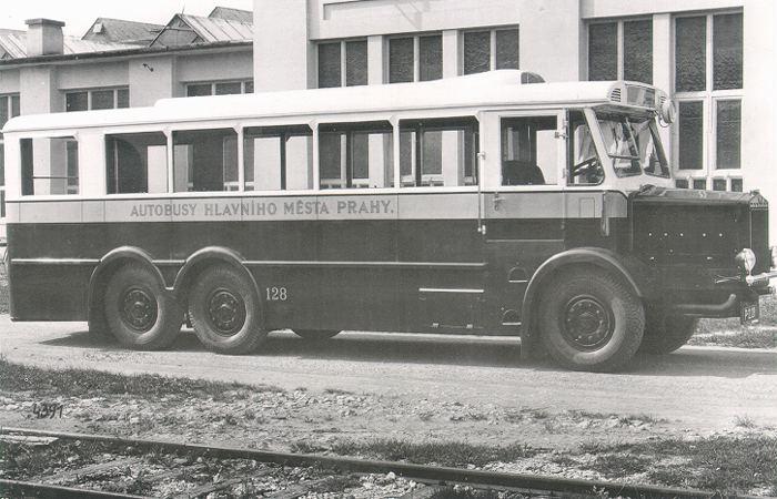 Tatra T24 bus