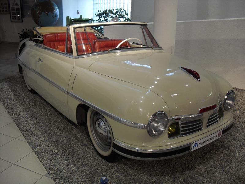 Tatra T600 Tatraplan met carrosserie van Sodowka, geschonken aan Stalin voor zijn 70ste verjaardag