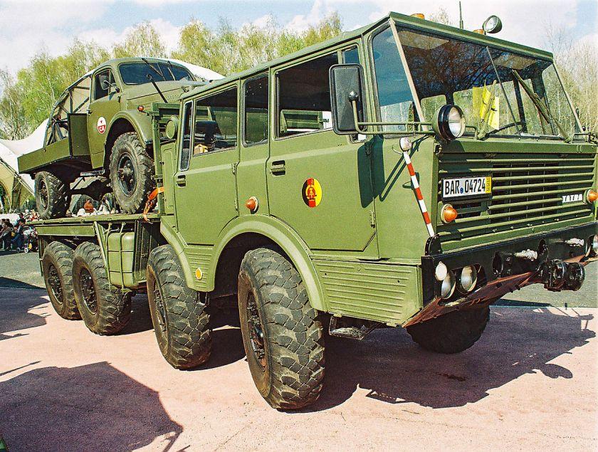 Tatra T813 der NVA mit einem GAZ 63 der sowjetischen Armee huckepack