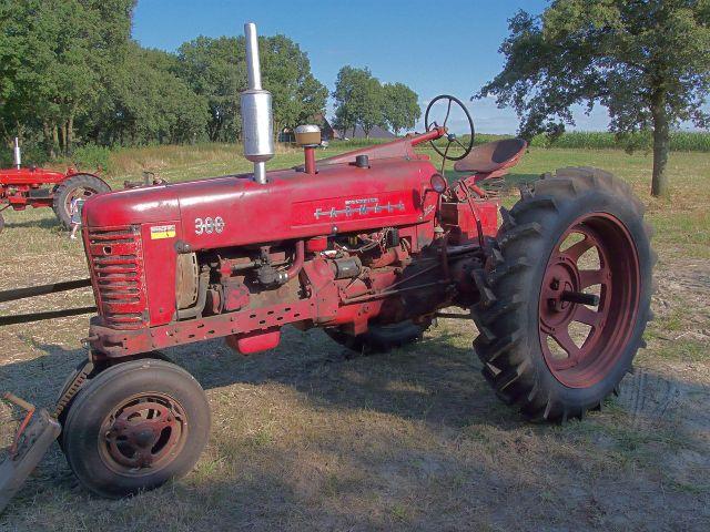 Tractor 300 Mc Cormick Farmall