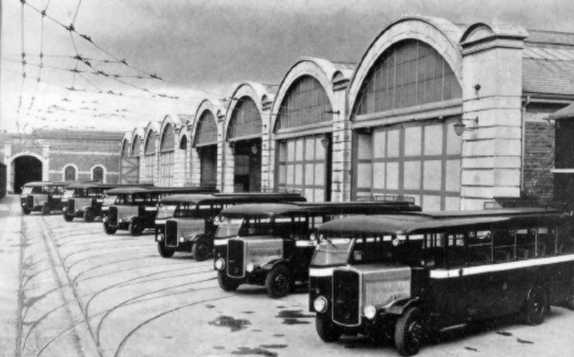 1925-bristol-bs4s-view-of-new-built-buses-at-the-brislington-bus-works
