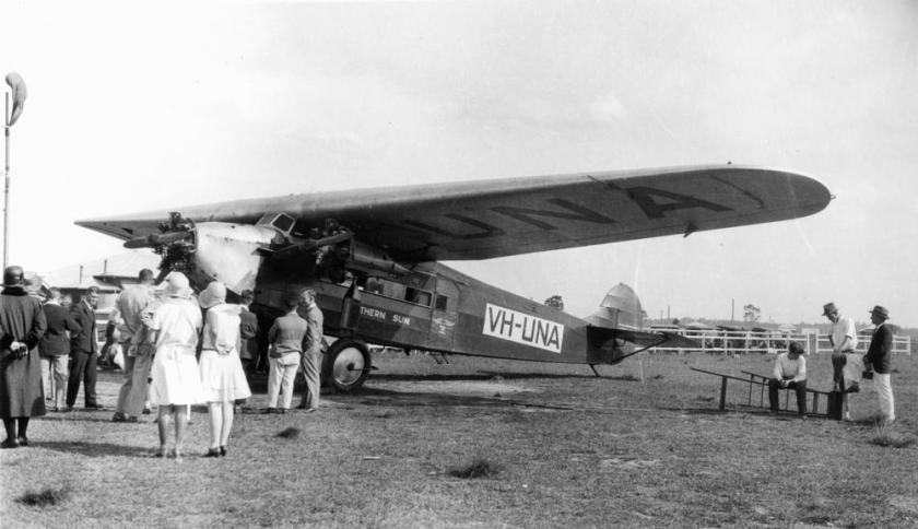 1930-statelibqld-1-112632-southern-sun-an-avro-618-ten