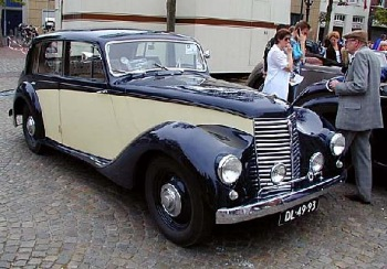 1953-armstrong-whitley-six-light-saloon