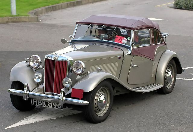 1953-mg-td-at-the-great-west-road-run-aust-bristol-england