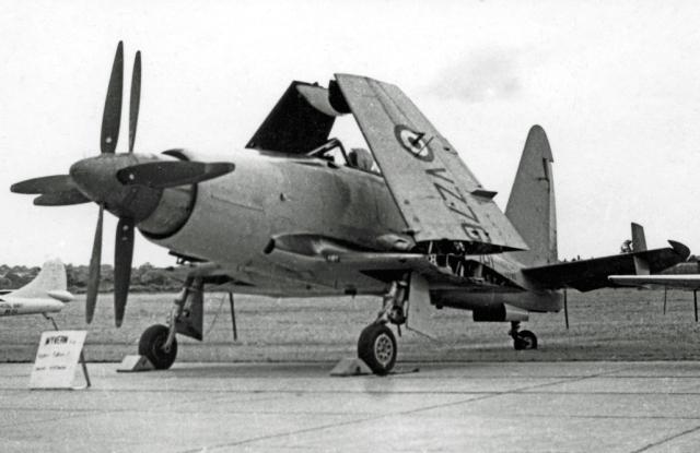 1955-wyvern-s-4-strike-aircraft-of-813%e2%80%85naval%e2%80%85air%e2%80%85squadron-at-rnas%e2%80%85stretton