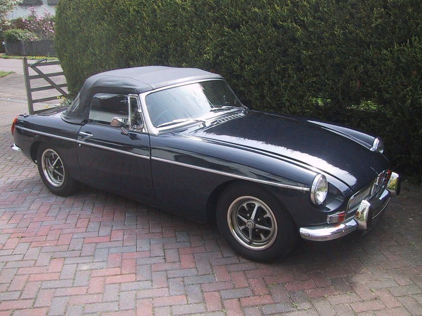 1973-mg-mgb-roadster-a