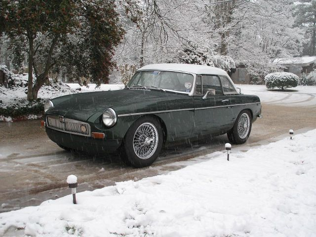 1973-mgb-tourer-fitted-with-factory-hardtop
