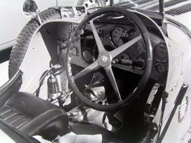 bugatti-51-cockpit-with-wilson-preselector-gearbox