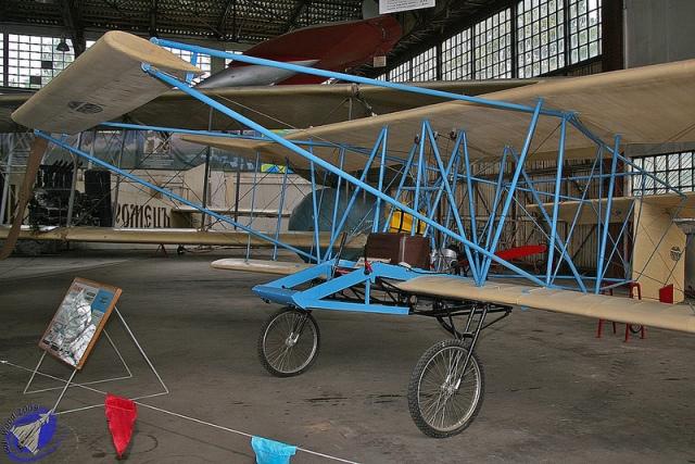 farman-aeroplane-bleu