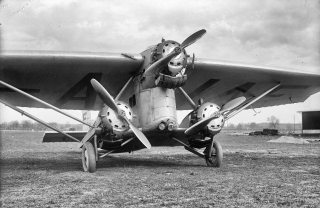 Farman, F-AHAF, 3 Motoren (F), Typ Sabiron am Boden in Dübendor