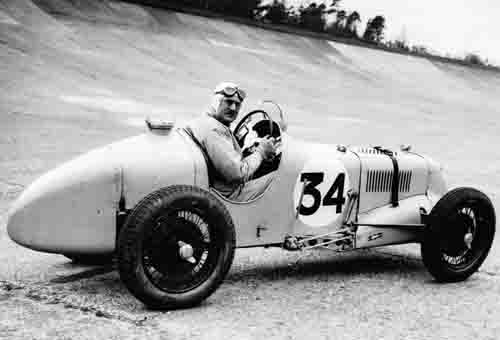 george-eyston-in-an-r-type-at-brooklands-banking