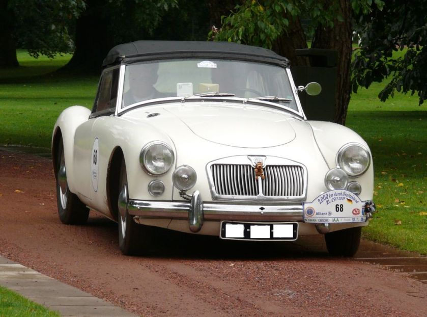 mg-a-1600-roadster-white-vr