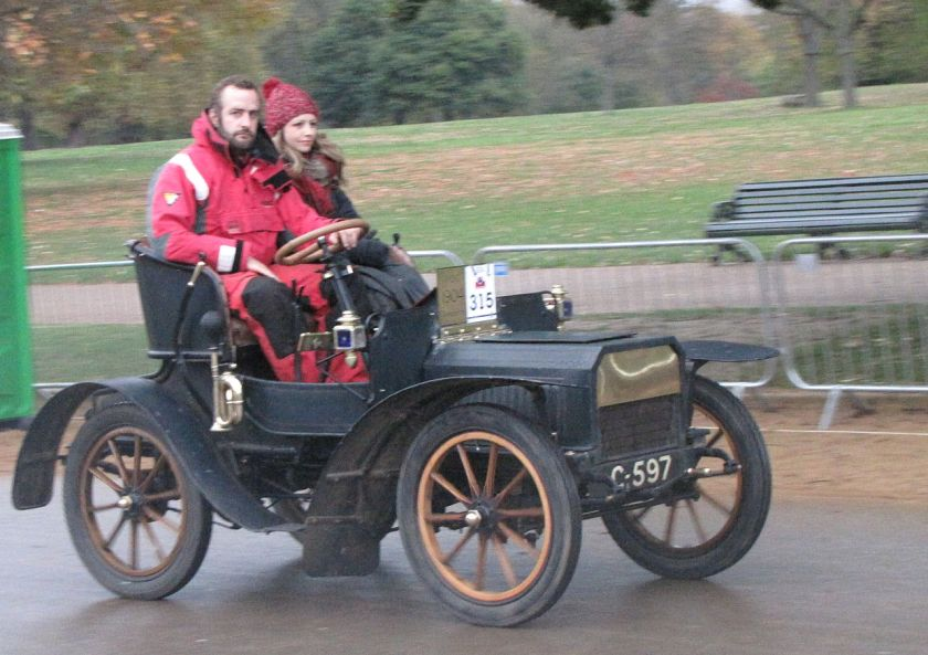 1904-humberette-start-of-2014-london-to-brighton-veteran-car-run