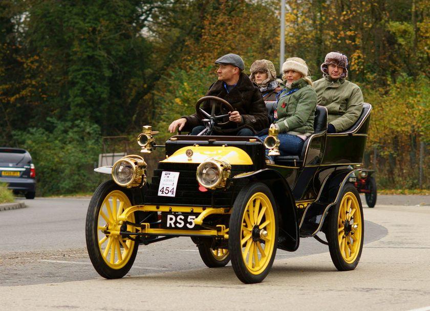 1904-wolseley-2-cylinder-8hp-tonneau