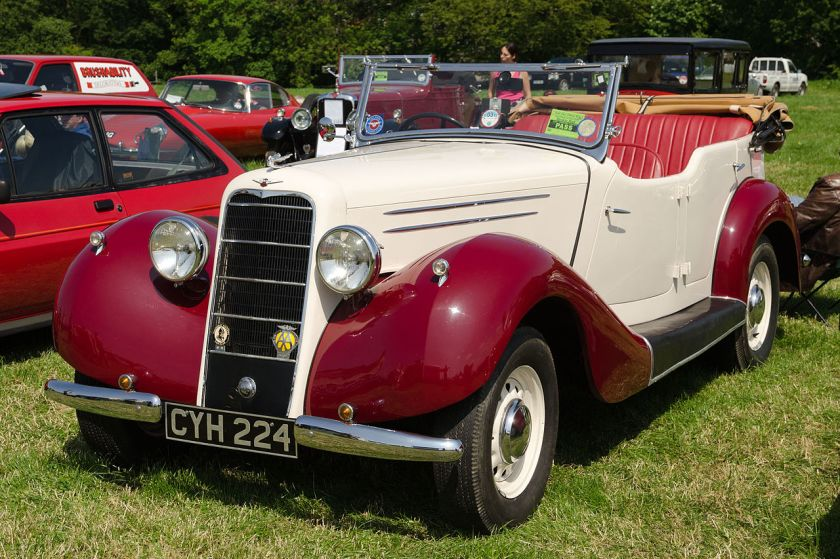 1936-hillman-hawk-3-2-litre-six-cylinder-with-running-boards-no-helmet-shaped-front-mudguards