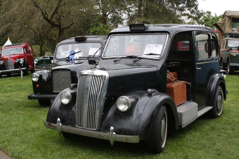 1937-beardmore-taxi-with-a-more-modern-austin-behind