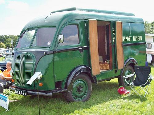 1953-austin-k8-3-way-van