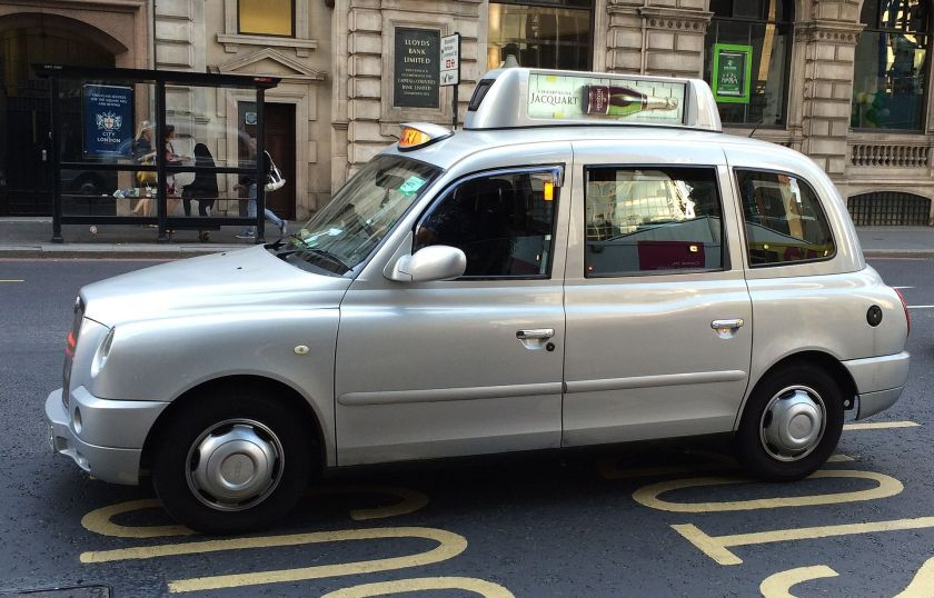 2015-hackney-carriage-black-cab-digital-advertising-taxitop-eyetease