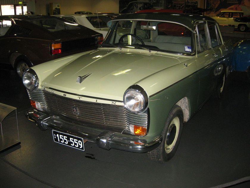 austin-freeway-sedan