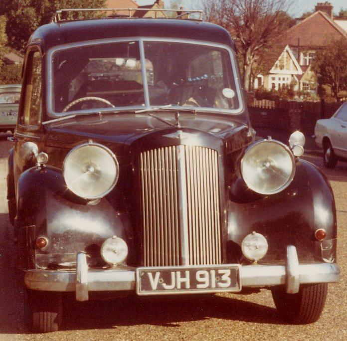 austin-sheerline-4-litre-petrol-engine-and-lucas-p100-headlamps