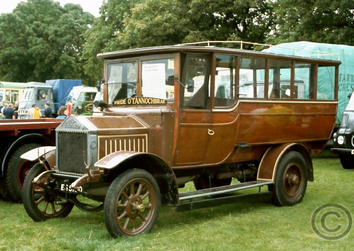 1922-albion-harvey-model-20-15-seater-bus-12-passengers-in-the-rear-2-passengers-in-front-plus-driver-c20-es-5150