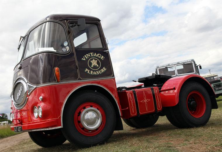1956-erf-kv-reg-no-kjt-437