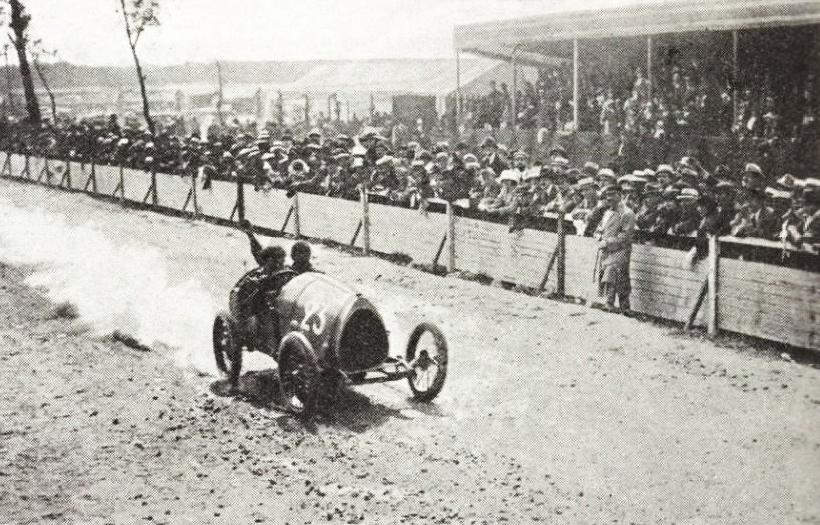 1920-ernest_friderich_vainqueur_de_la_coupe_des_voiturettes_du_mans_sur_bugatti-type-13_en_1920