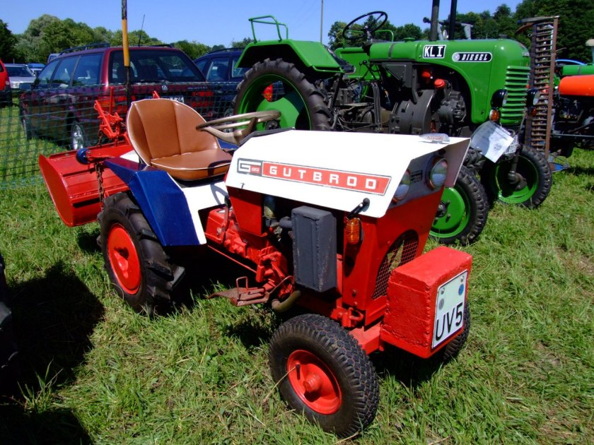 1967-gutbrod-kleintraktor-1031-mit-frase