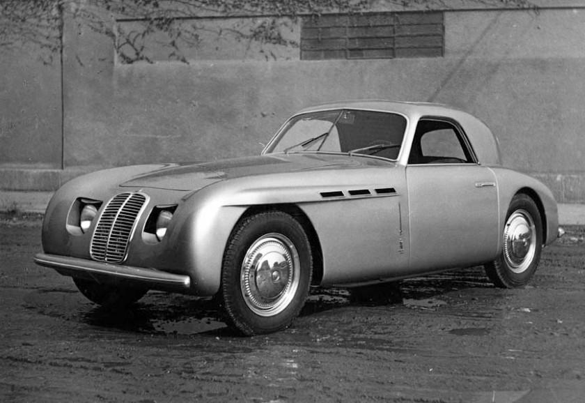 -L'auto e la prima Maserati con carrozzeria di Pininfarina. -L'eleganza della linea e arricchita dai fari anteriori a scomparsa e dal tetto in plexiglass azionati elettricamente. - La vettura fu presentata al Salone dell'Automobile di Ginevra lo stesso anno. - Prototipo