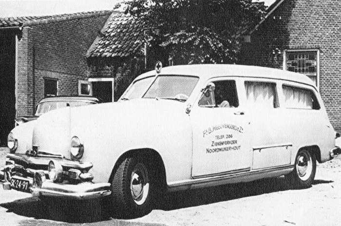 72c8f3fbb837b1 1955 KAISER G39 Ambulance Vehicle 1958 Kaiser K49 ambulance (foto  7510100168 uit de beeldbank Noordwijkerhout Van Toen) ...