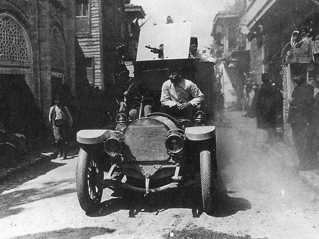 1909 Young Turk in Hotchkiss revolutionaries entering Istanbul in 1909