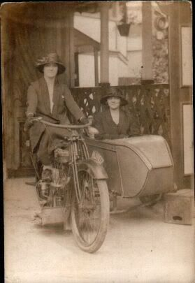 1915 Effie Hotchkiss & her mama Avis setting out in 1915 on a 3-speed Harley for a trans-continental Cannonball Run from New York to San Francisco & back - first females to ride acros