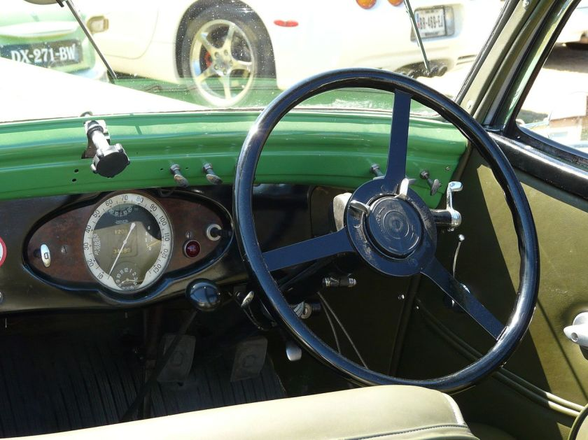 1935 Hotchkiss 600 Biarritz dashboard, Saint-Cybranet