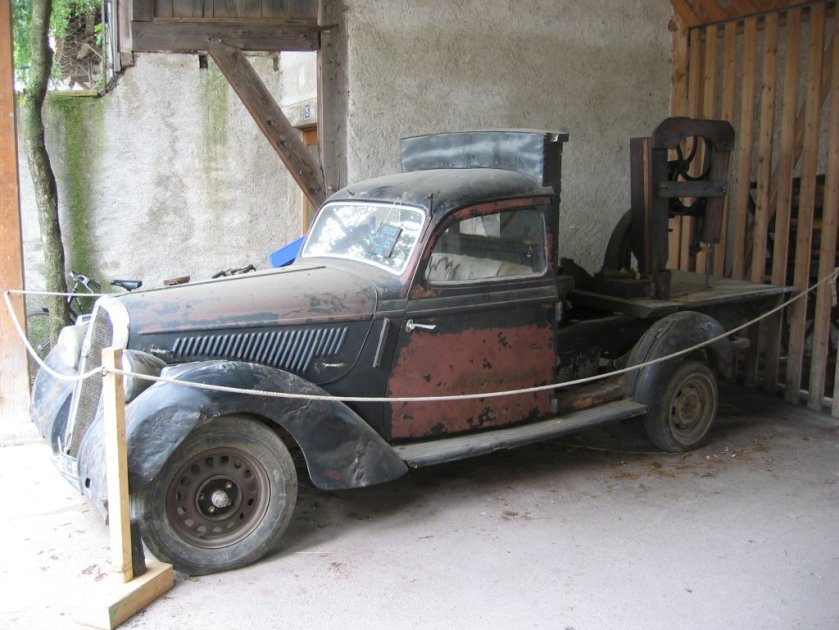 1938 Hotchkiss 864-based pickup truck at the Ecomusée d'Alsace - four-cylinder cars can be identified by having 26 louvres on the bonnet, while six-cylinder cars sport 30 louvres