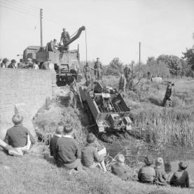 1941 Universal carrier of 53rd Division being hauled out of a stream by a Scammell breakdown lorry of No.2 Recovery Section, Royal Army Ordnance Corps, near Ore in Sussex, 3 June 1941