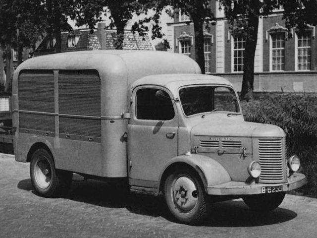 1952 Hotchkiss PL25